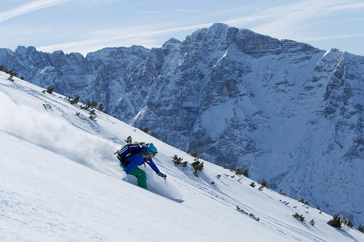 frau-ski-freeride-bergpanorama