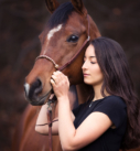 Pferdefotografie bei München: Mädchen mit Araberstute