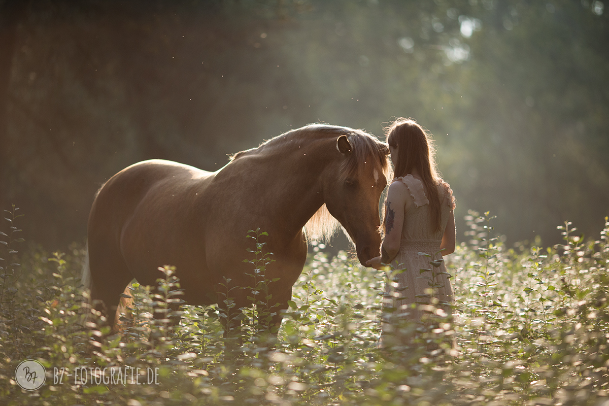 Und frau pferd frau und