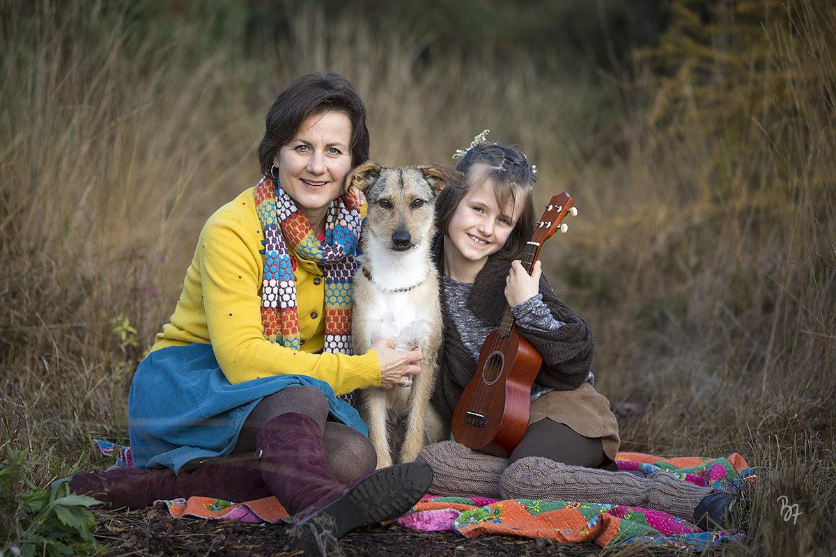familienfotos-mutter-kind-hund-natur-rosenheim